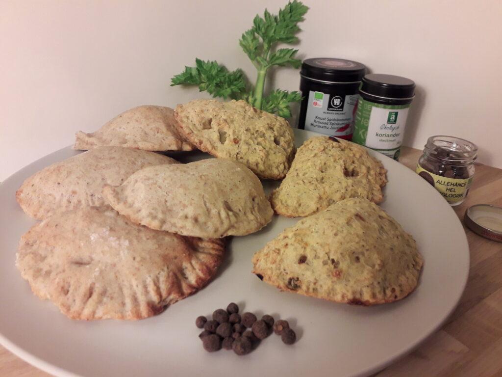 Glutenfri veganske pirogger sammen med almindelige veganske pirogger